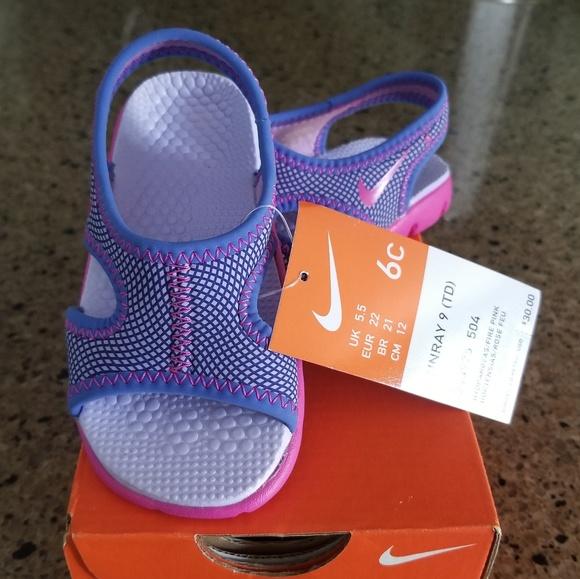 76793cde667b74 Girls Infant size 6 Nike sandals